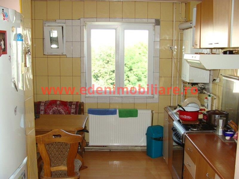 Apartament 4 camere de vanzare in Cluj, zona Manastur, 90000 eur