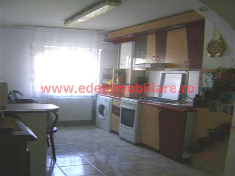 Apartament 4 camere de vanzare in Cluj, zona Manastur, 78000 eur