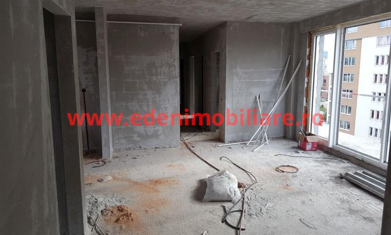 Apartament 4 camere de vanzare in Cluj, zona Marasti, 150000 eur