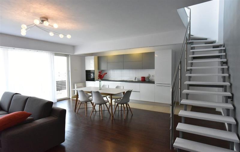 Apartament 4 camere de inchiriat in Cluj, zona Buna-Ziua, 1200 eur