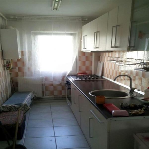 Apartament 3 camere de vanzare in Cluj, zona Manastur, 59000 eur