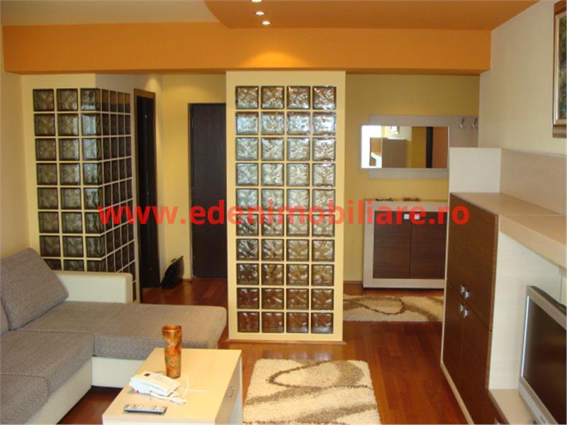 Apartament 3 camere de inchiriat in Cluj, zona Plopilor, 700 eur