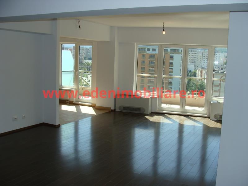 Apartament 3 camere de vanzare in Cluj, zona Plopilor, 140000 eur