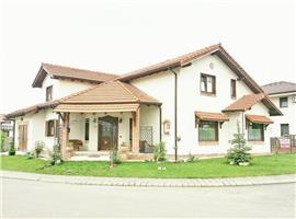 Casa individuala in stil italian de vanzare in Floresti