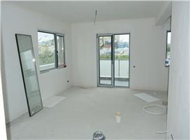 Apartament cu 4 camere cu scara interioara 102 mpin Buna ziua.
